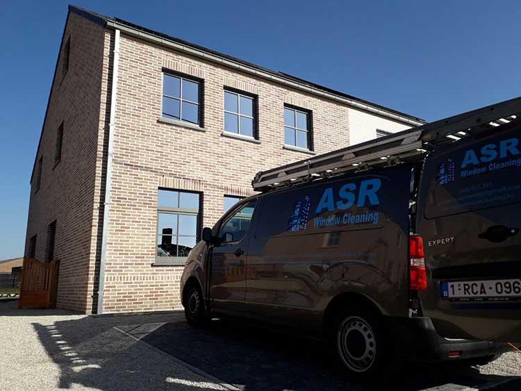 Auto van Asr Window Cleaning voor huis